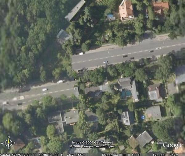 google earth: offset road in berlin, germany (zoom)